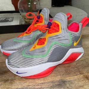 Nike Lebron Soldier XIV Sneaker